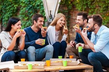 Sùi mào gà có lây qua đường miệng hay ăn uống không?