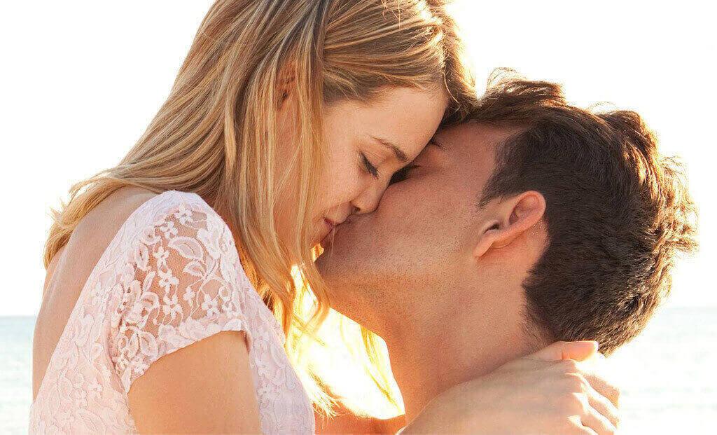 Hôn nhau có lây bệnh giang mai không?
