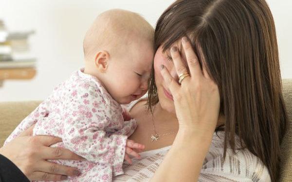 Nguyên nhân và cách chữa rụng tóc sau sinh